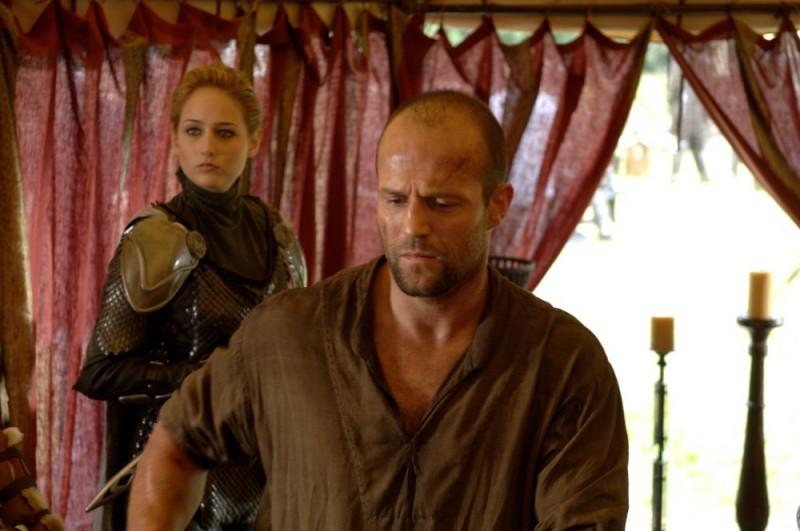 Leelee Sobieski e Jason Statham in una scena del film In the Name of the King