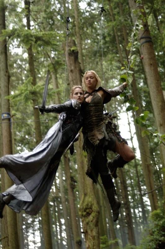 Leelee Sobieski e Kristanna Loken in una foto scattata durante le riprese del film In the Name of the King