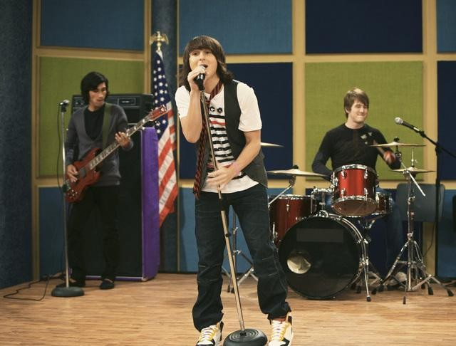Mitchel Musso in una scena dell'episodio You Gotta Lose This Job di Hannah Montana