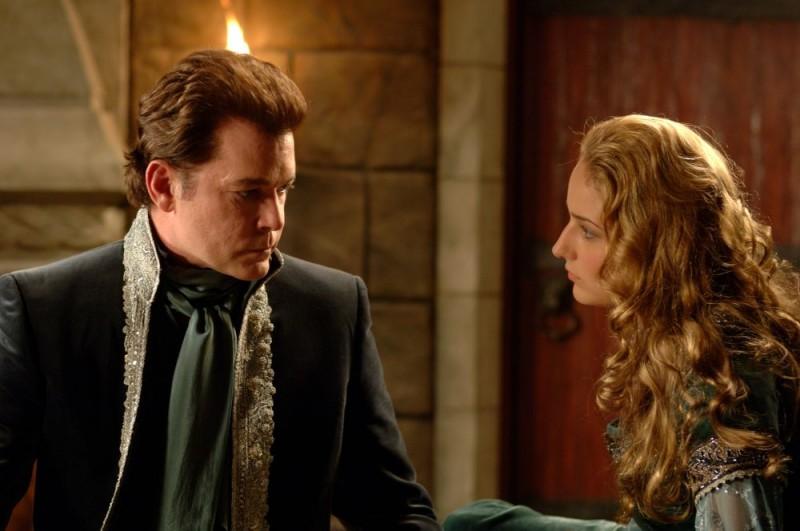 Ray Liotta e Leelee Sobieski in una scena del film In the Name of the King