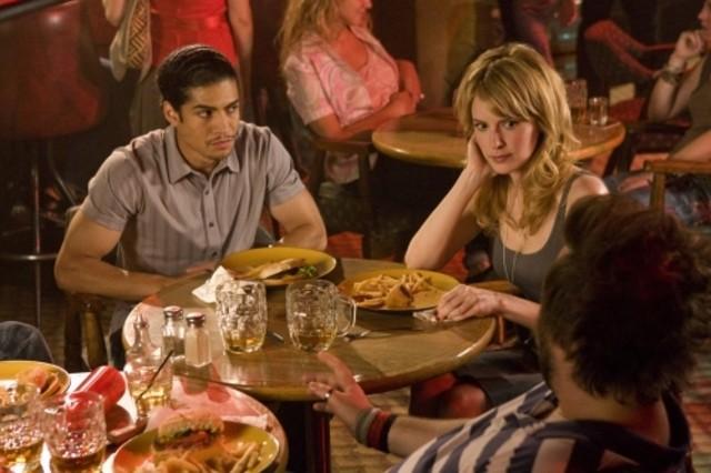 Rick Gonzalez e Jenny Wade in una scena dell'episodio The Sweet Science di Reaper