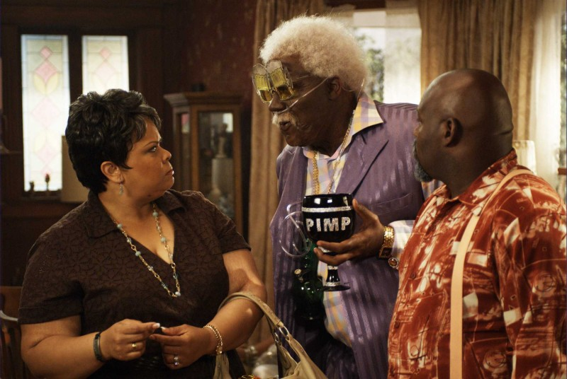 Tamela J. Mann, Tyler Perry e David Mann in una scena del film Madea Goes to Jail