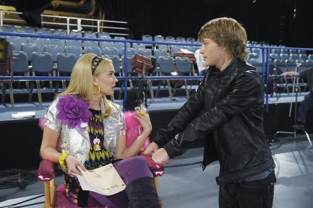 Tiffany Thornton e Sterling Knight in una scena dell'episodio You've Got Fan Mail di Sonny with a Chance
