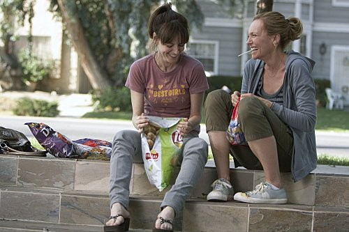 Toni Collette e Rosemarie DeWitt in una scena dell'episodio Inspiration di The United States of Tara