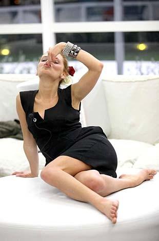 Una sexy immagine di Laura, la bionda 'barbie' polacca durante il Grande Fratello 9