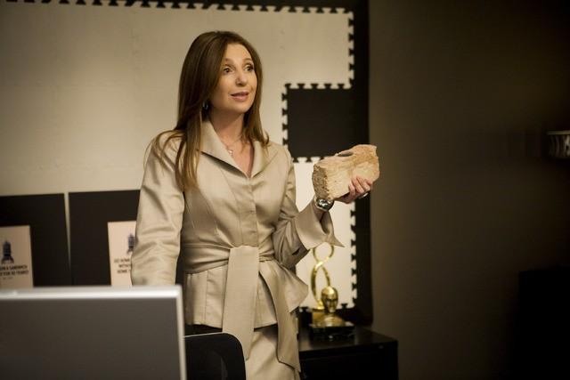 Donna Murphy in un momento dell'episodio But Wait, There's More di Trust Me
