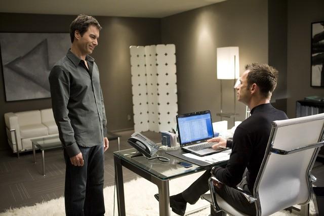 Eric McCormack e Greg Ellis in un momento dell'episodio But Wait, There's More di Trust Me