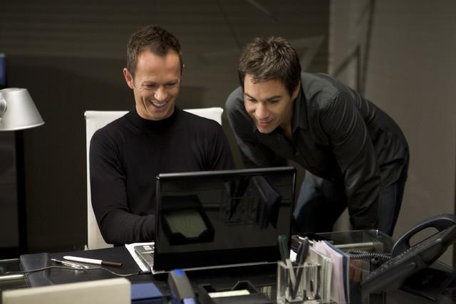 Eric McCormack e Greg Ellis in una scena dell'episodio But Wait, There's More di Trust Me