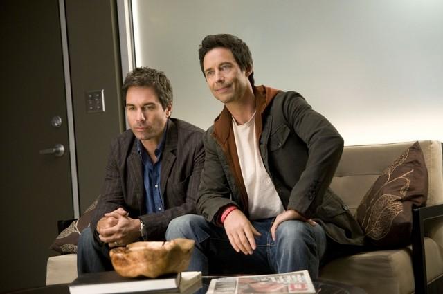 Eric McCormack e Thomas Cavanagh nell'episodio Way Beyond the Call di Trust Me