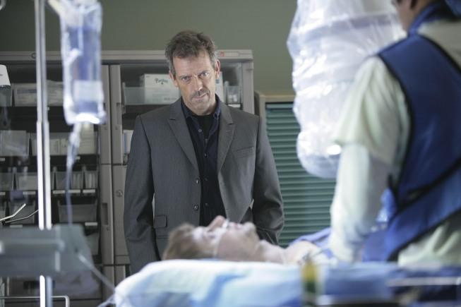 Hugh Laurie in una scena tratta da Unfaithful di Dr. House: Medical Division