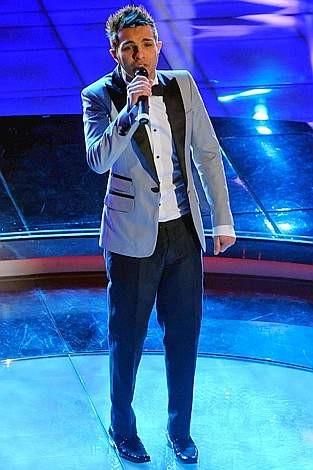 Sanremo 2009, prima serata: Marco Carta canta il brano La forza mia