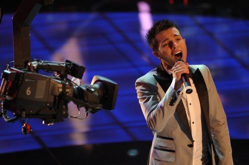 Sanremo 2009, prima serata: Marco Carta canta La forza mia