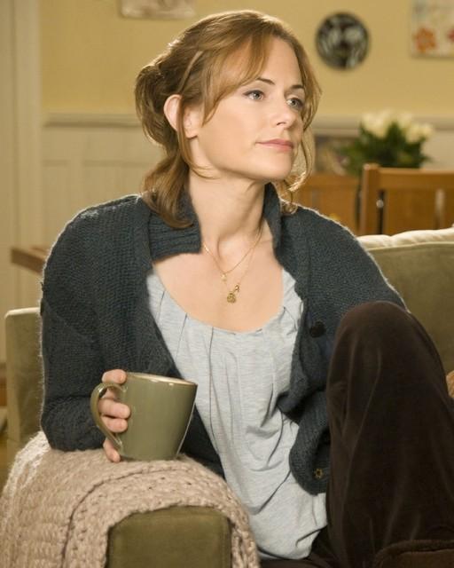 Sarah Clarke in una scena dell'episodio Au Courant di Trust Me