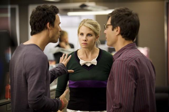 Thomas Cavanagh, Eric McCormack e Monica Potter in una scena dell'episodio But Wait, There's More di Trust Me