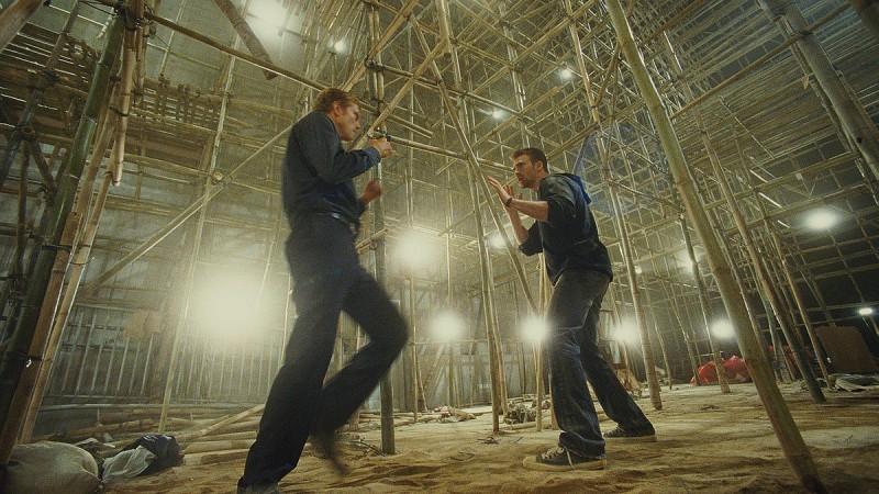 Chris Evans e Neil Jackson in una scena del film Push