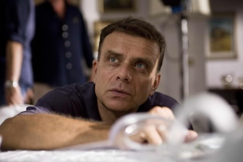 Il regista Enzo Monteleone sul set del film Due partite