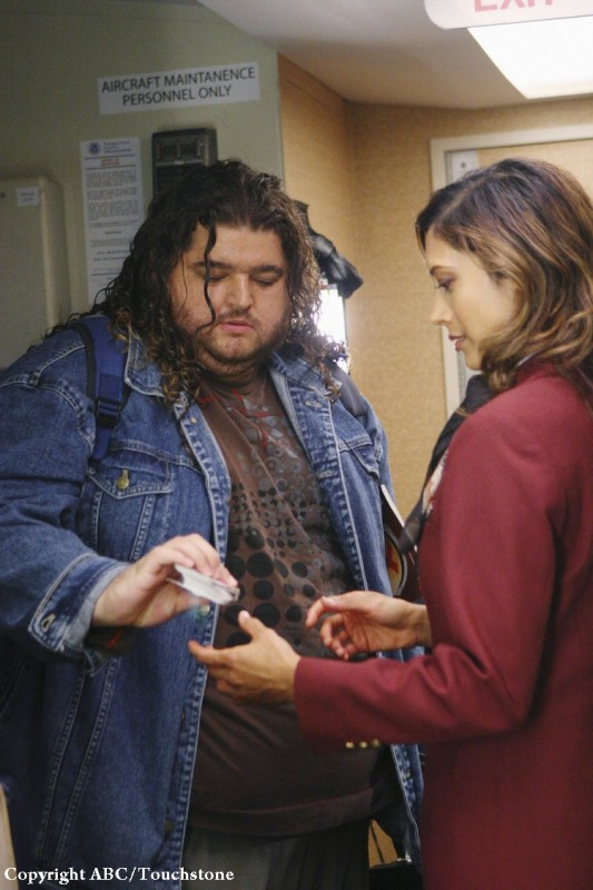 Jorge Garcia sale a bordo dell'ereo nell'episodio 316 di Lost