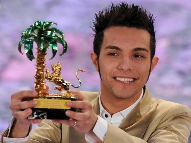 Marco Carta è il vincitore della 59a edizione del Festival della canzone italiana di Sanremo con il brano 'La forza mia'.