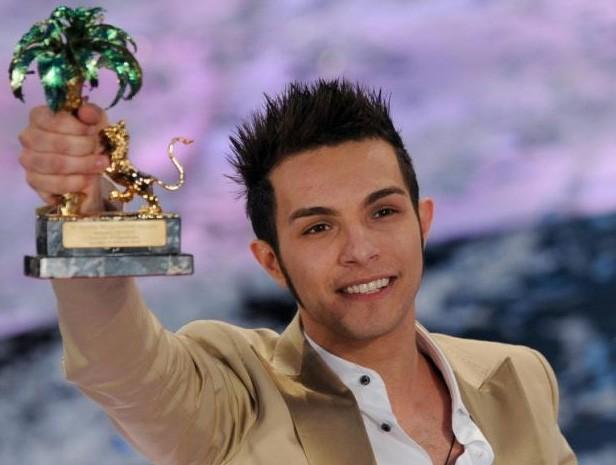 Marco Carta è il vincitore di Sanremo 2009 con il brano 'La forza mia'.