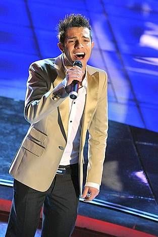 Marco Carta vince il 59esimo Festival di Sanremo con il brano 'La forza mia'.