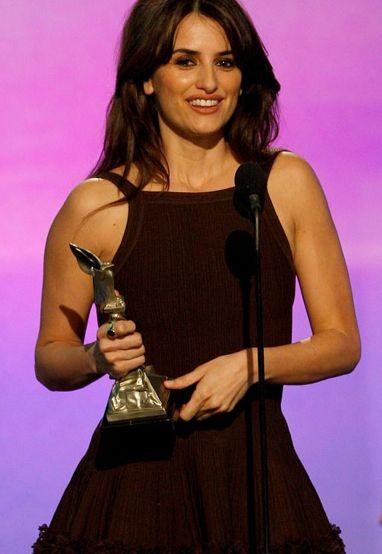 Penelope Cruz premiata per Vicky Cristina Barcelona agli Independent Spirit Awards 2009