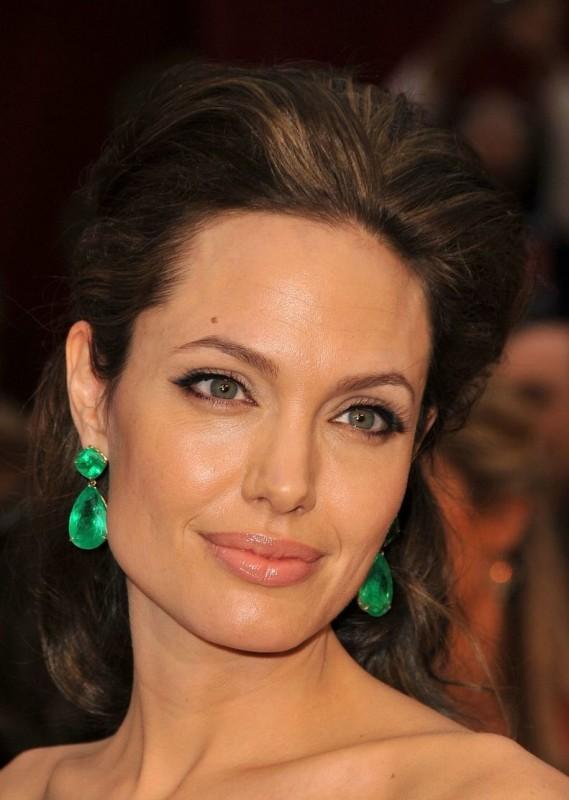 Angelina Jolie sul tappeto rosso degli Oscar 2009