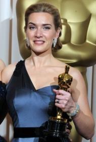 Kate Winslet con l'Oscar vinto per The Reader