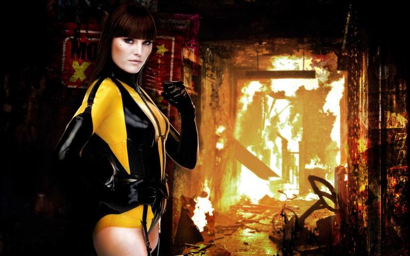Malin Akerman, alias Spettro di Seta II, in un'immagine promozionale del film Watchmen