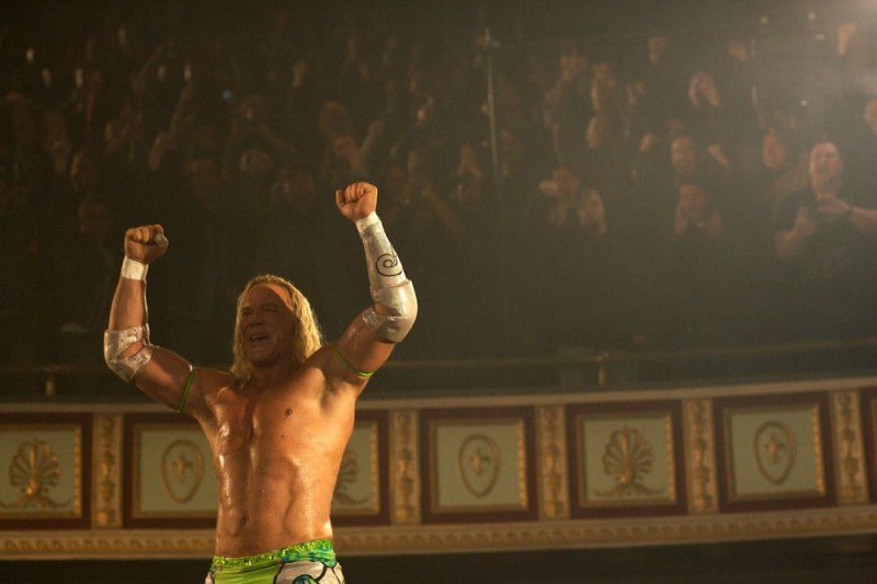 Mickey Rourke interpreta Randy 'The Ram' Robinson nel film The Wrestler