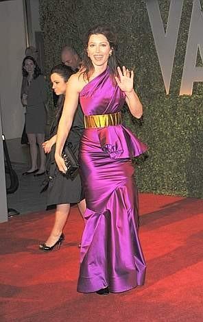 Oscar 2009: Jessica Biel con un vistoso abito fucsia all'after party organizzato da Vanity Fair