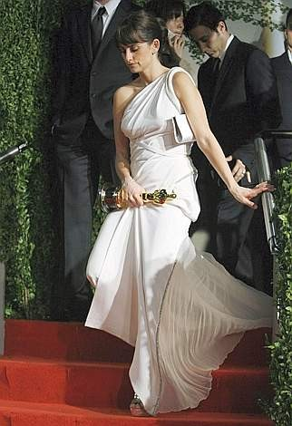 Oscar 2009: Penelope Cruz all'after party organizzato da Vanity Fair, con un altro abito bianco