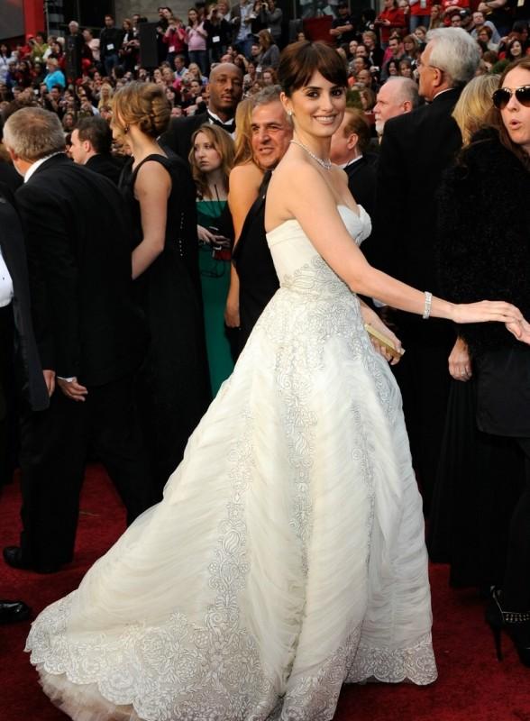 Penelope Cruz sfila sul red carpet degli Oscar 2009