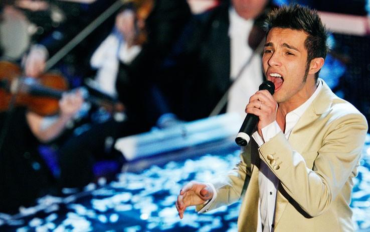 Sanremo 2009: Marco Carta canta nuovamente la canzone 'La forza mia' dopo la proclamazione della sua vittoria