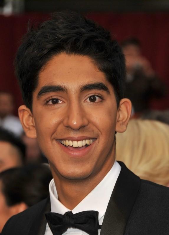 Un sorridente Dev Patel sul red carpet degli Oscar 2009