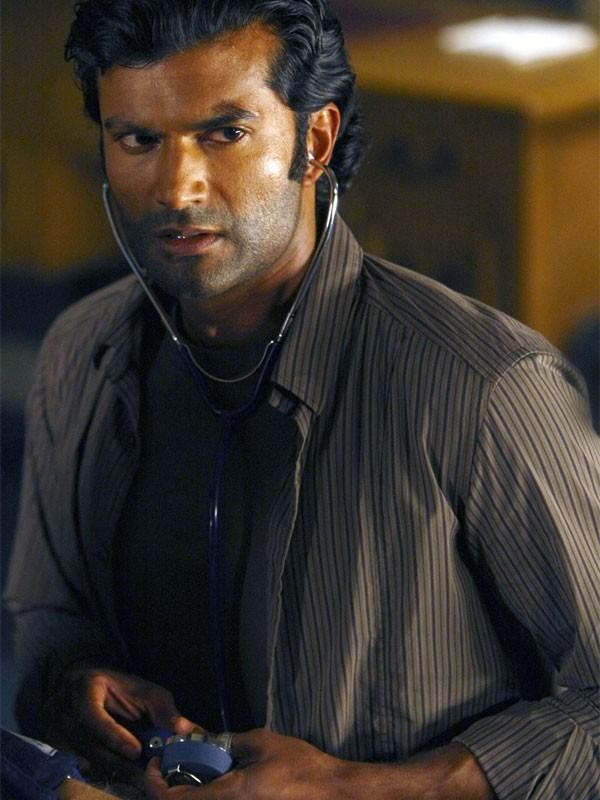 Sendhil Ramamurthy in una scena di Cold Wars della terza stagione di Heroes