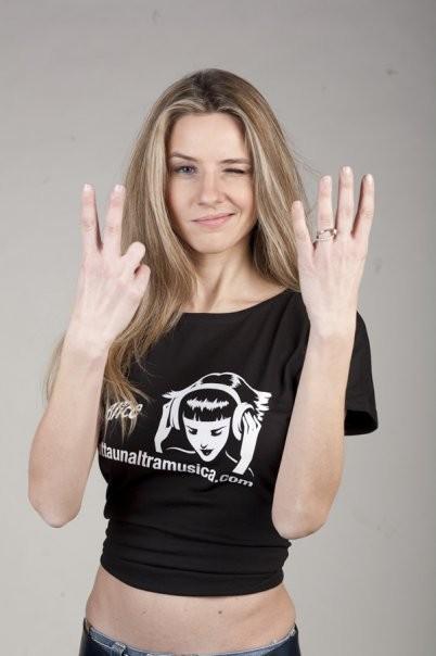 Marzia Fontana è la conduttrice di Area 24 - il web music contest di Alice