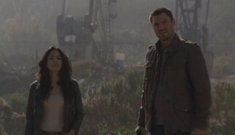 Stephanie Jacobsen e Brian Austin Green in una scena dell'episodio Ourselves Alone di Terminator: The Sarah Connor Chronicles