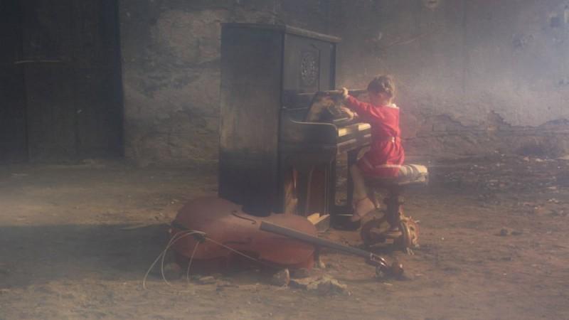 Un'immagine del film Dall'altra parte del mare