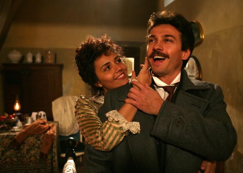 Alessio Boni e Serena Rossi in una scena della fiction Puccini
