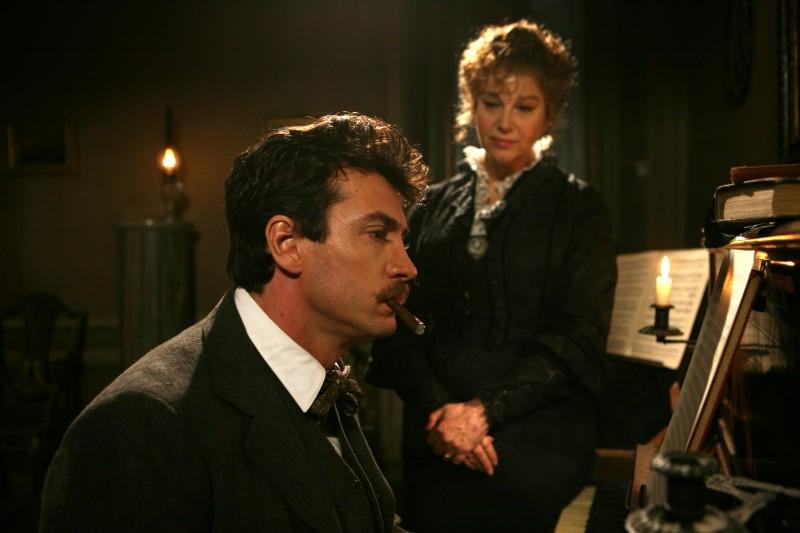 Alessio Boni e Stefania Sandrelli in una scena della fiction Puccini