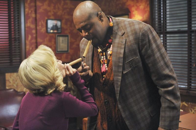 Chi McBride insieme a Kristin Chenoweth nell'episodio 'The Legend of Merle McQuoddy' della seconda stagione di Pushing Daisies