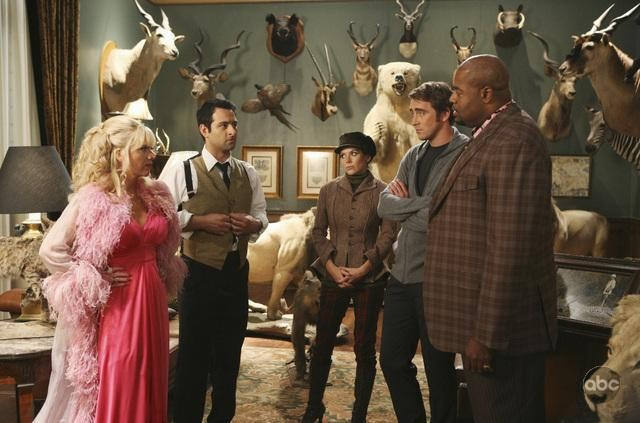 Chi McBride, Lee Pace, Anna Friel, Jennifer Elise Cox e Ethan Kogan nell'episodio 'Robbing Hood' della serie tv Pushing Daisies