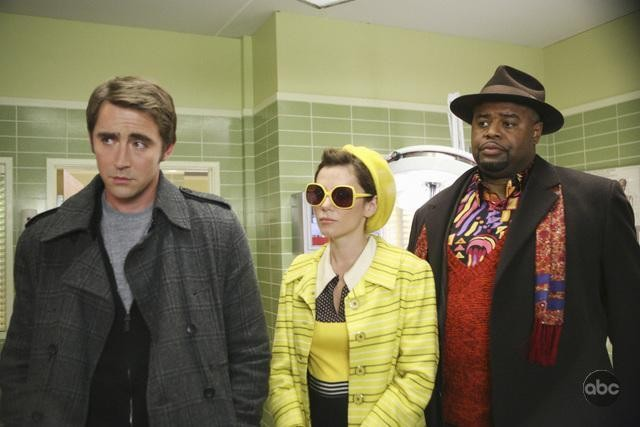Chi McBride, Lee Pace e Anna Friel nell'episodio 'Robbing Hood' della serie tv Pushing Daisies
