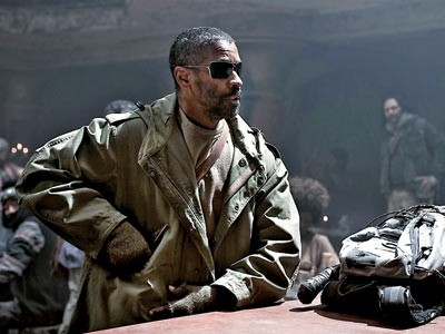 Denzel Washington eroico e solitario protagonista di The Book of Eli