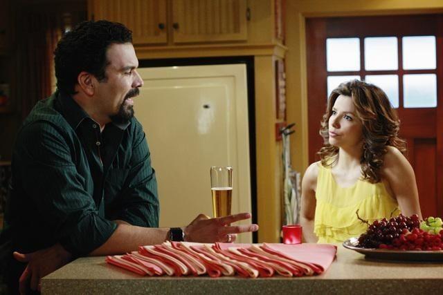 Eva Longoria Parker e Ricardo Chavira (Gabrielle e Carlos) nell'episodio Crime Doesn't Pay della quinta stagione di Desperate Housewives