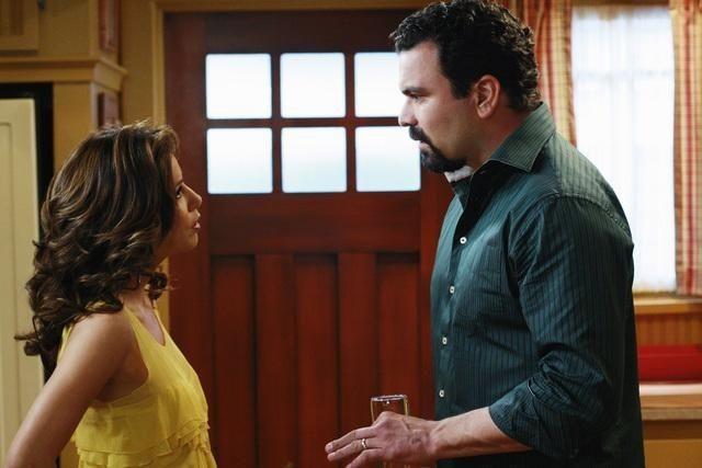 Eva Longoria Parker e Ricardo Chavira nell'episodio Crime Doesn't Pay della quinta stagione di Desperate Housewives