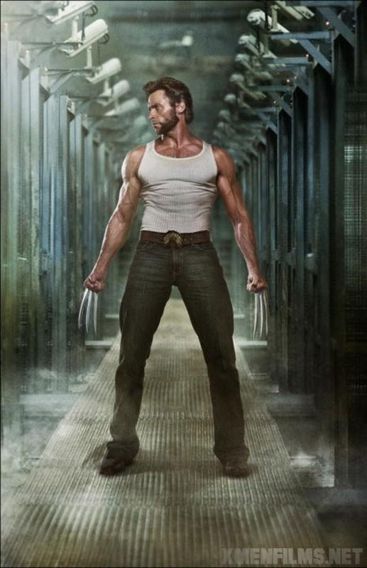 Hugh Jackman in posa coi celebri artigli di  X-Men - Le origini: Wolverine