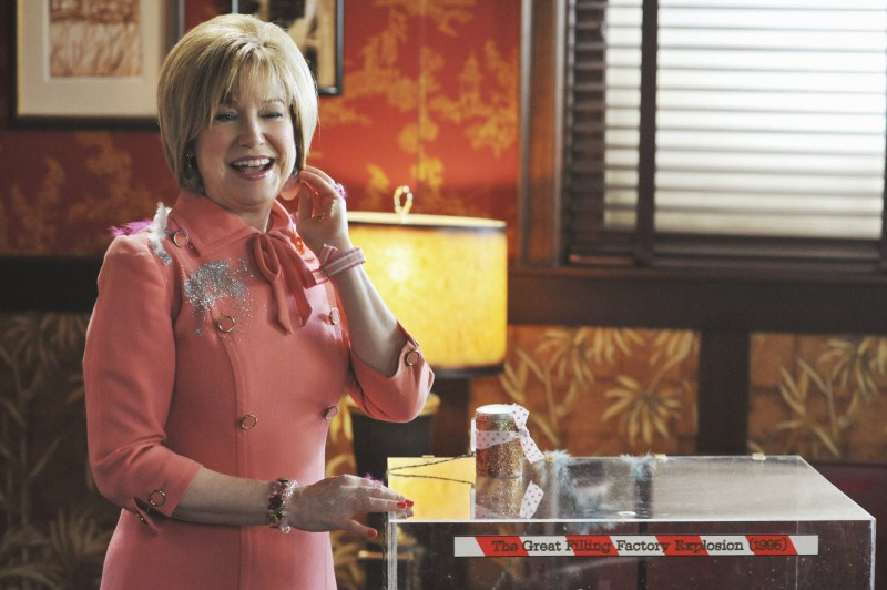Mary Kay Place nel ruolo di Annabelle Vandersloop nell'episodio 'The Legend of Merle McQuoddy' della serie tv Pushing Daisies