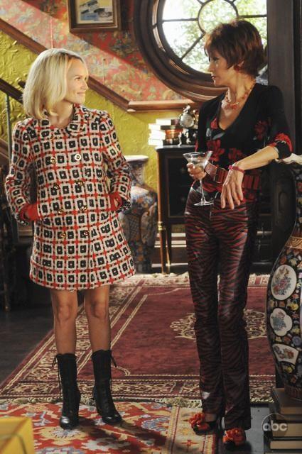 Swoosie Kurtz insieme a  Kristin Chenoweth nell'episodio 'Robbing Hood' della serie tv Pushing Daisies