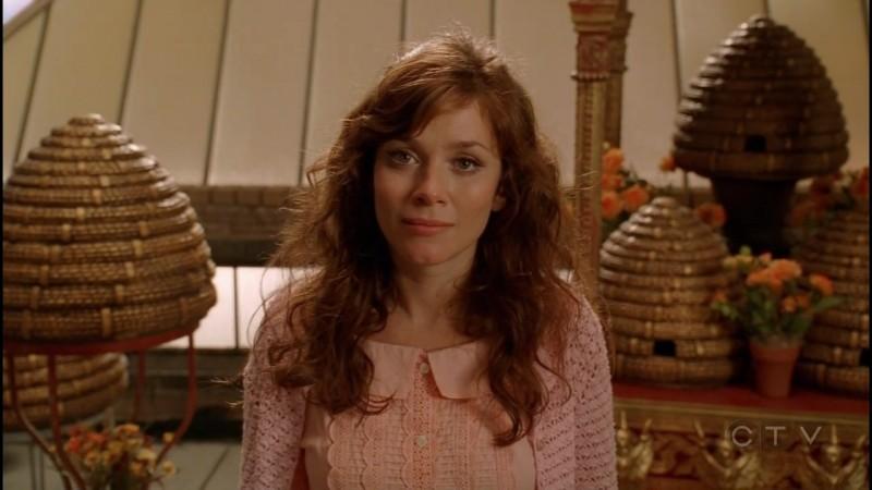 Anna  Friel in una scena dell'episodio 'Il Piccione' della serie tv Pushing Daisies